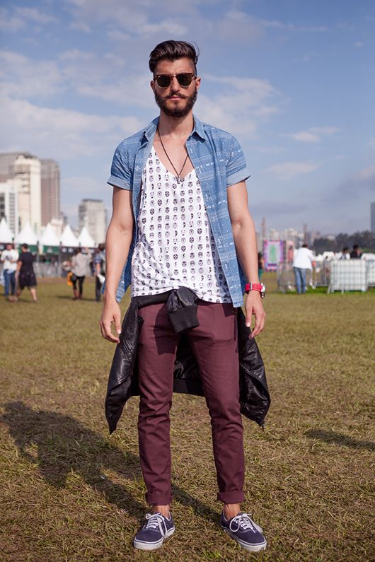 Casual works excellently at times and beats all the rest. If you think you look your best in casual clothing then go for a dainty street style for men. Check out Fall Outfits for Men; 17 Casual Fashion Ideas This Fall. via #11 – Sexy Winter Outfits for Date. Own your winter style .